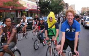 """Bikers """"Mass"""" up traffic in Wicker Park"""