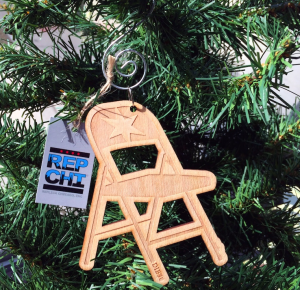 Replica Chicago's dibs Christmas tree ornament. Photo credit: DNA Info.